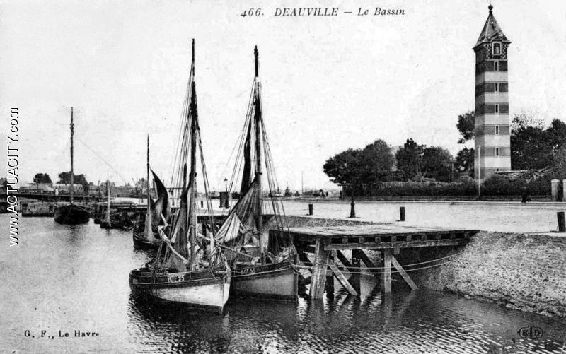 Cartes Postales Anciennes De Deauville  14800