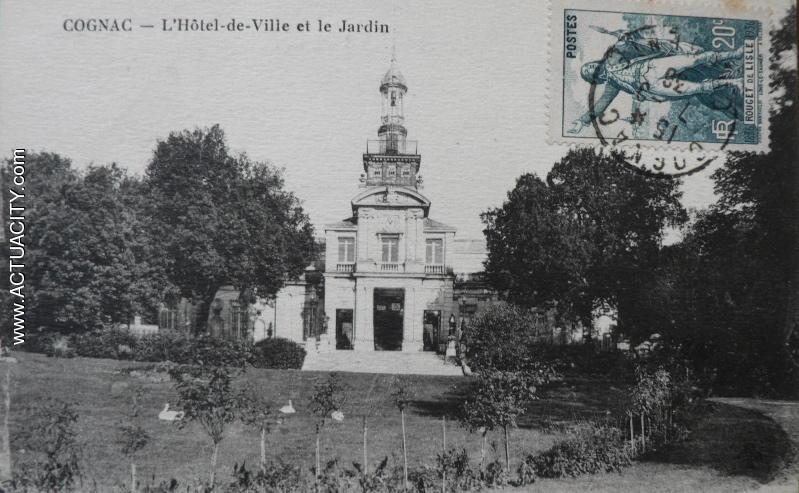 L'Hôtel de Ville et le Jardin