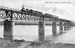Le viaduc de la ligne d`Argent (locomotive type Forquenot grande vitesse du PO, fabriquée entre 1884