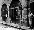 Porte de l`Hotel de ville de Perpignan
