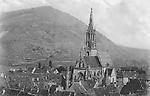 Une Vue Générale, en voit la Cathédrale de Saint-Théobald. Cet édifice, en style gothique, date des
