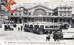 PARIS. La Gare de l`Est, l`entrée du Métropolitain et la station des autobus