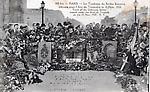 PARIS. Le tombeau du soldat inconnu inhumé sous l`arc de triomphe le 11 novembre 1920