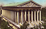 Eglise de la Madeleine. Au fond, à gauche la basilique du Sacré Coeur de Montmartre