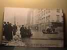 Inondation de janvier 1910 : Embarcadère Quai des Grands Augustins, face à la rue Gît le Cœur.