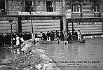 La Crue de la Seine Un Barrage au Boulevard Haussmann